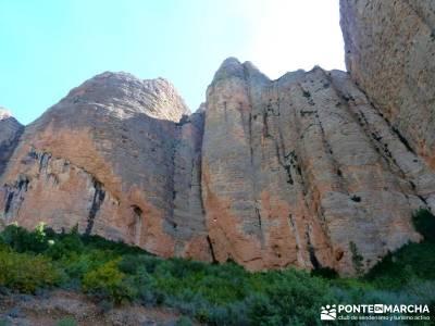 Viaje Semana Santa - Mallos Riglos - Jaca; grupos de senderismo; trekking;bastones de montaña
